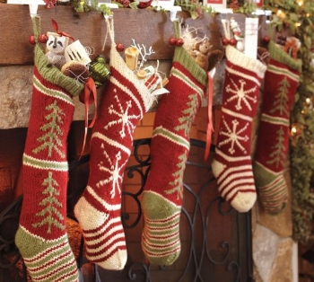 christmas-stockings-and-ideas-to-use-them-for-decor-11-554x498.jpg