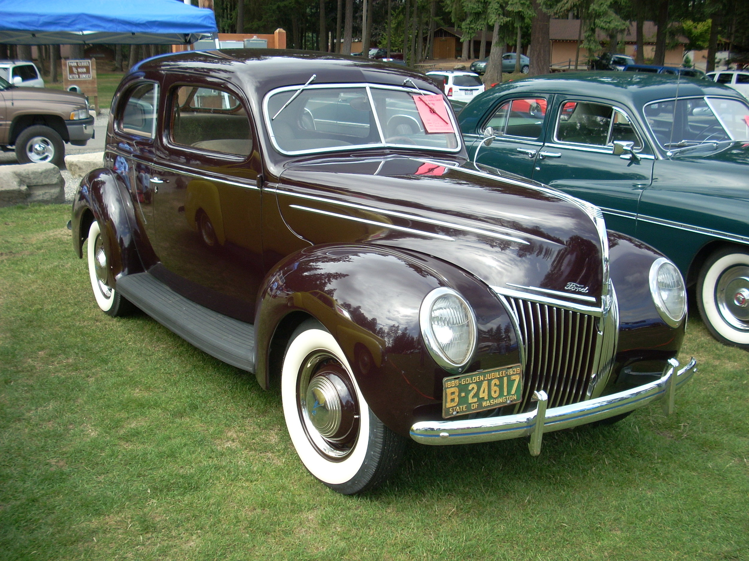 James and Kris Rolstad - 1939 2-Door Deluxe Sedan