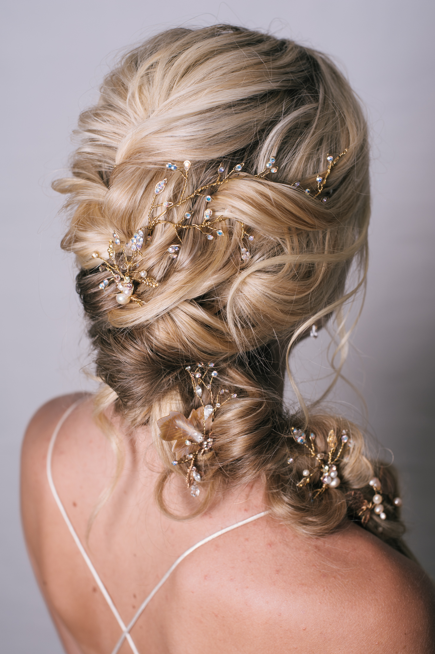 Twist & Texture - For the bride that doesn't want a up do but still wants the hair not to be all down this style is the perfect solution!Adding some hairpieces in the right spots makes the hairstyle even more beautiful!