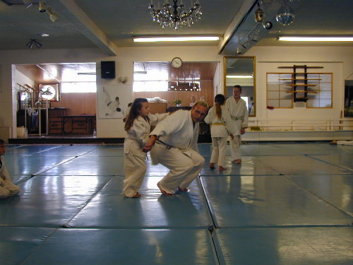 andreas teaching lela ikkyo step 4 smaller.jpg