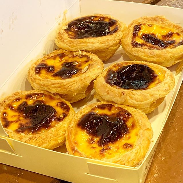 ✌🏼Macau | Foodie Portuguese egg tarts🤩 大排長龍肯定一人要吃一盒才夠啊!😋 #葡式蛋撻 . . . #人生好難 #Macau #foodie #like4like #likeforfollow #likeforlike #like4follow #l4l #the2019series #shotoniphone #thefromaboveseries #iphonography #iphonephotography #iphoneshot #phoneonly #buzzfeedfood #tastedgood #tastespotting #buzzfeedfood #buzzfeast #foodporn #fooddiary #4foodieforfoodie