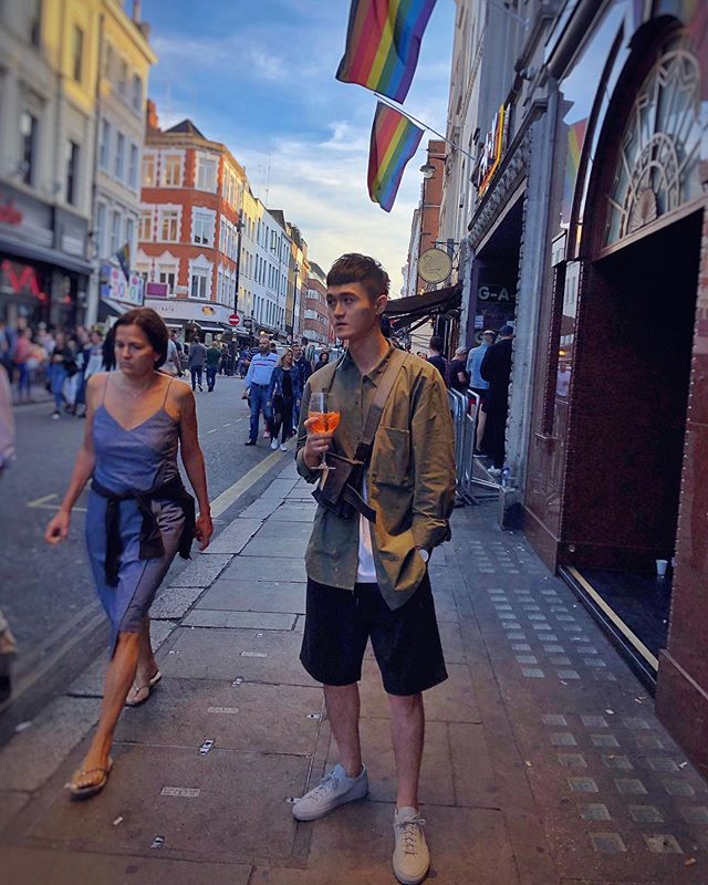 Soho area, you have to go when you in London. Chill, fun, and relax🍹😌 . . . #unitedkingdom #uk #london #soho #pride #londoner #londonist #ootd #asian #taiwanboy #taiwanese #cos #commonprojects #rainbow #loveislove #lovewins #chill #relax