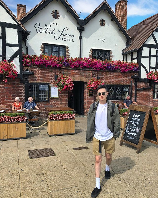 ☀️戶外顯示38度,🥵 熱炸💦 . . . #uk #unitedkingdom #stratford #ootd #asian #taiwanboy #asianboy #trip #tour #kkday #cos #vans #rayban #Uniqlo