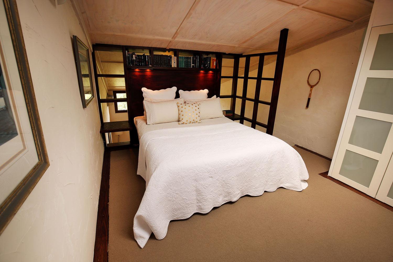 RED-MOON-STUDIOS-BEDROOM-THE-MEZZANINE.jpg