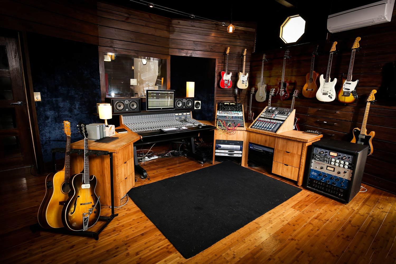 red-moon-studios-gear-8.jpg