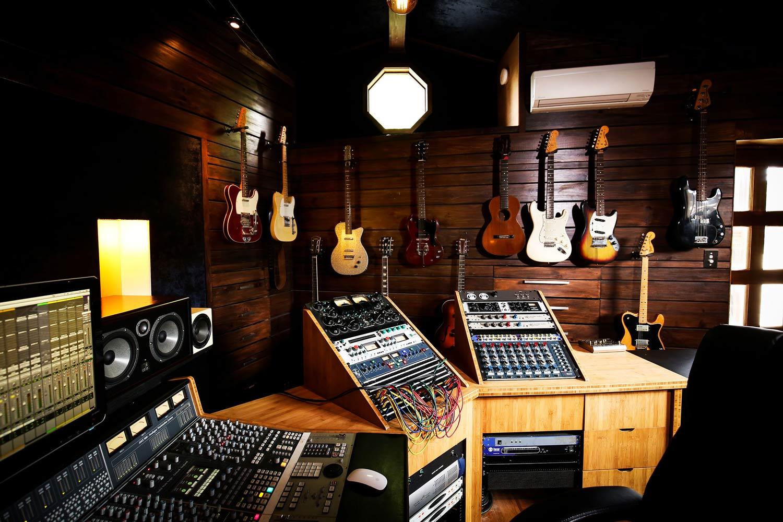 red-moon-studios-gear-16.jpg