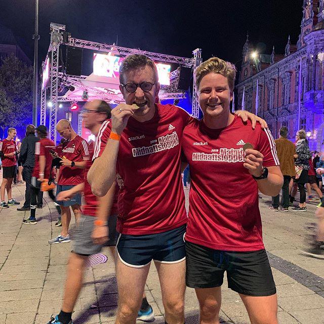 Marcus och August representerar Malmö Idrottsklinik på Midnattsloppet!