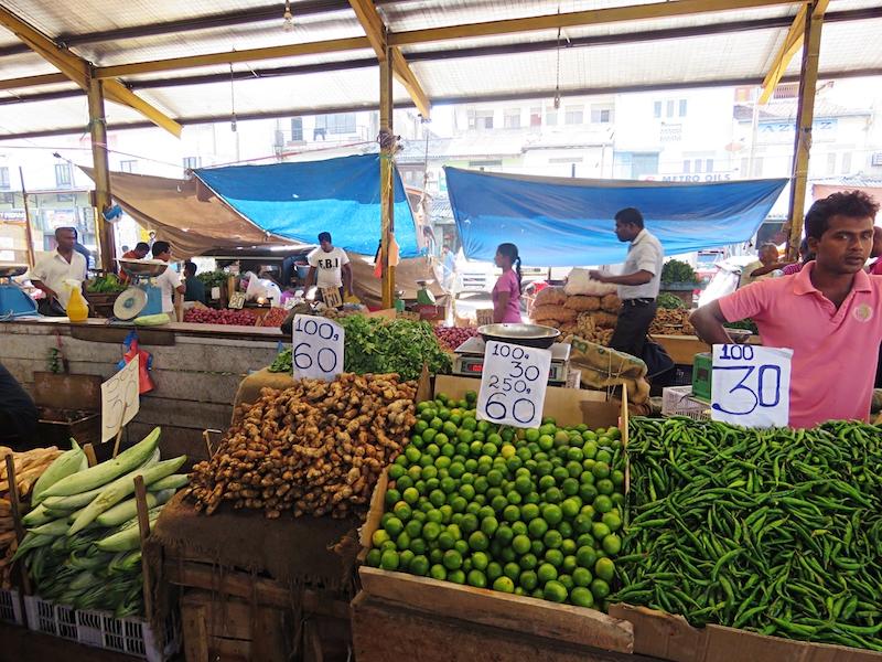 Produce-stalls-in-Pettah-Colombo.jpg