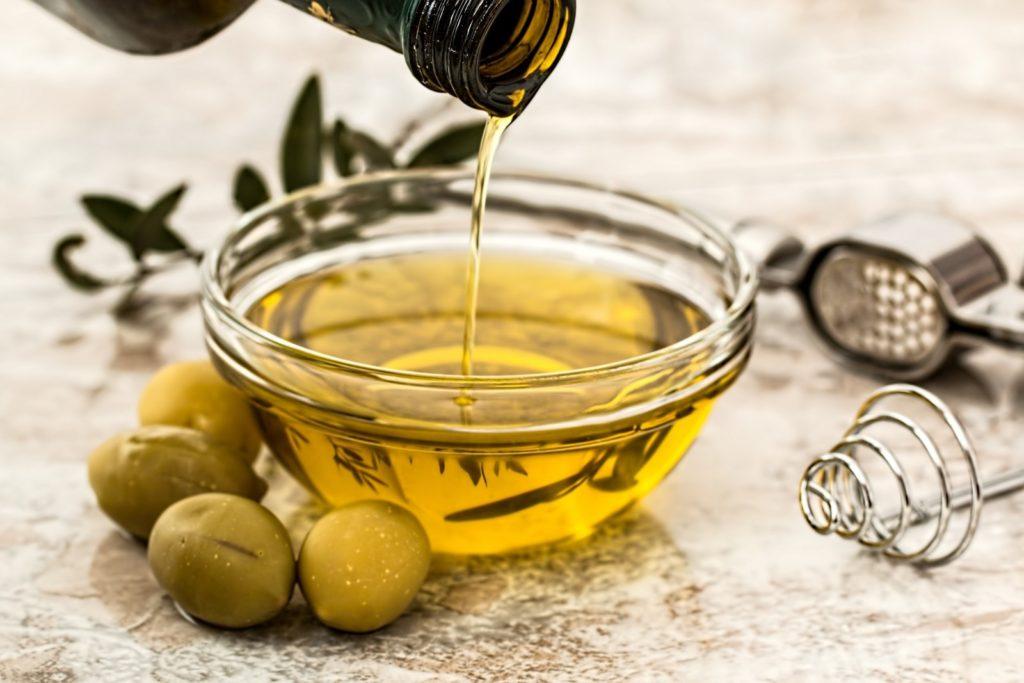 olive-oil-in-glass-bowl-1024x683.jpg