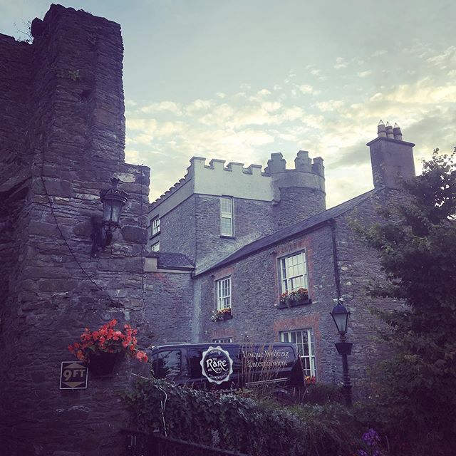 Back at the delightful Darver Castle! 😃  #delighfuldarver #laura&niall #irishweddingband #irishcastleweddings #irishband