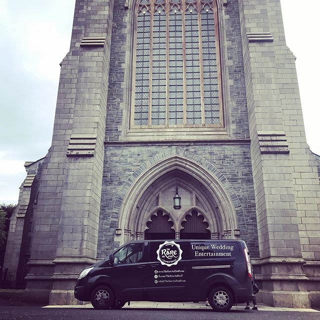 Wedding#4 this week. We're in Derry city for the ceremony. 😃 . . . #derrywedding #derrycathedral #rasweddings #irishweddingceremony