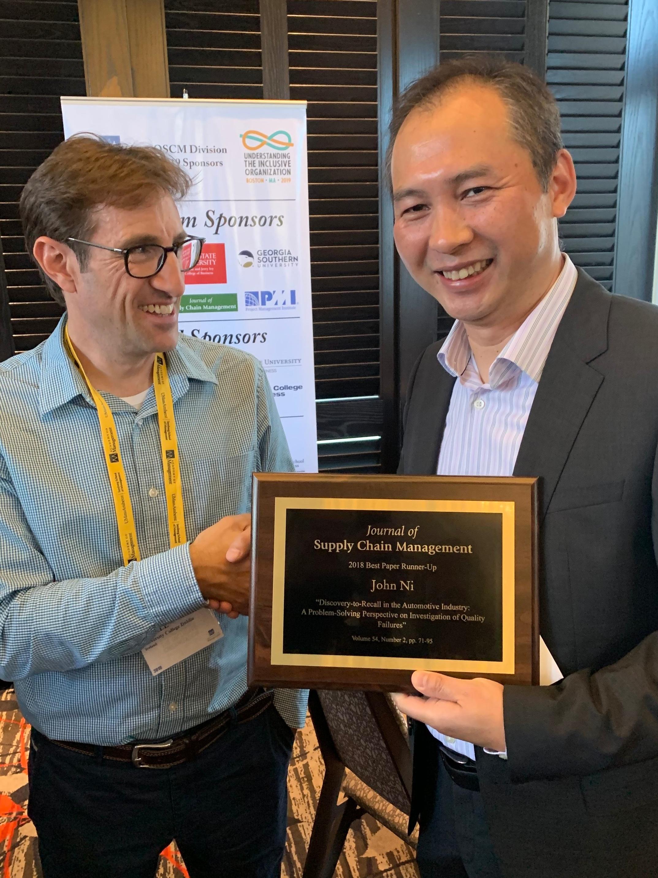 John Ni accepting his honourable mention award for his paper