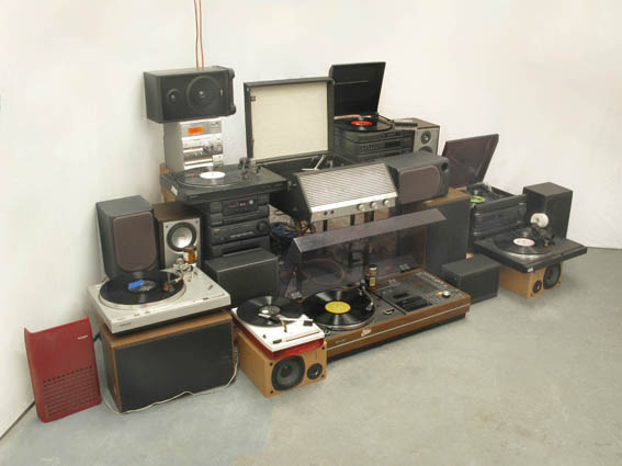 Bit symphony, 2011, manipulated turntables, amplifier, loudspeaker, size variable