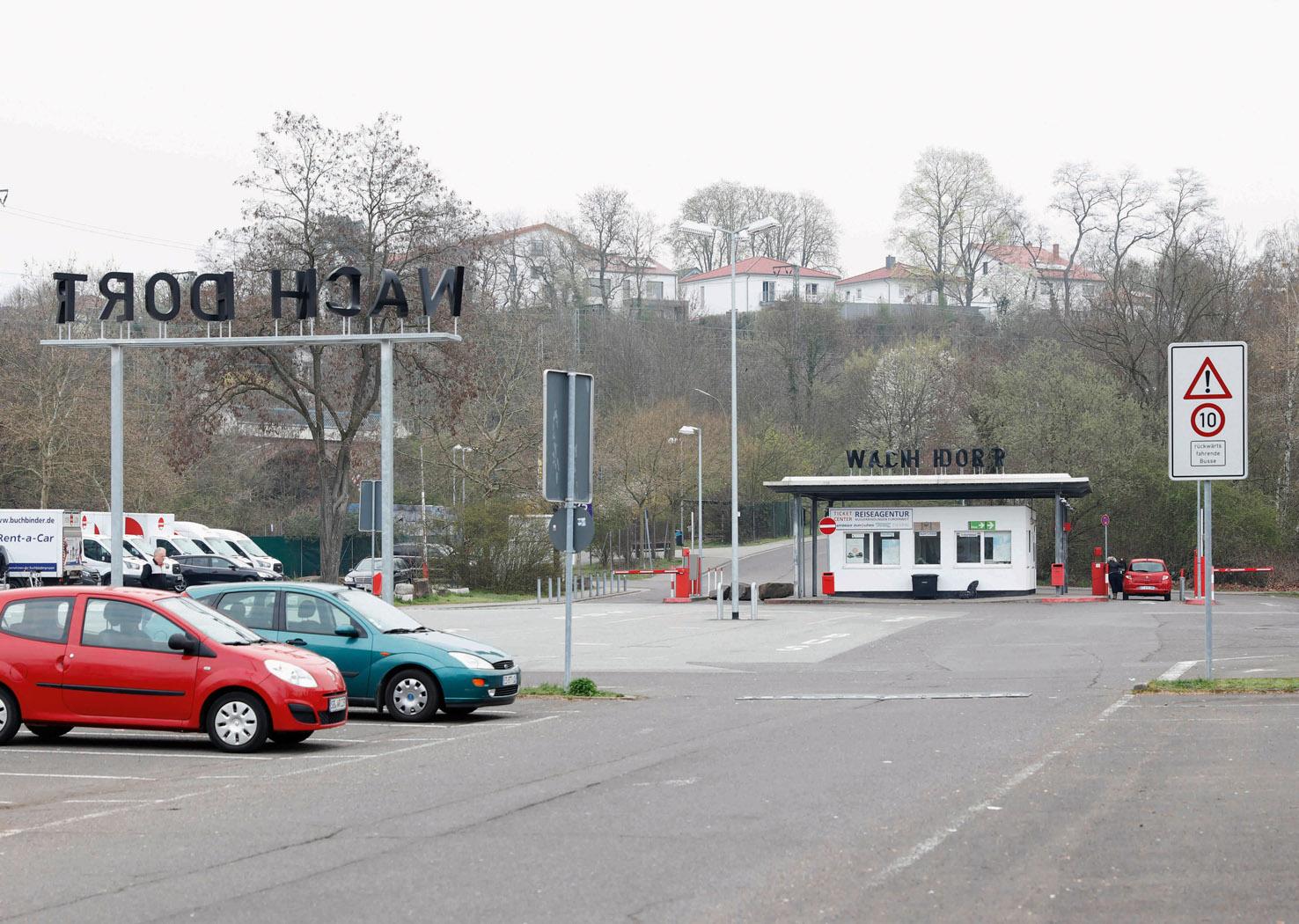 VON HIER / NACH DORT (a linguistic picture puzzle), 2018, bus station Saarbrücken (permanent installation)