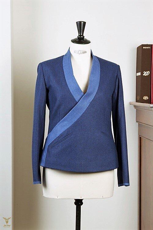 - Blauw Flannel Maatpak met IJsblauwe accenten: Kimono jasje en taille broek