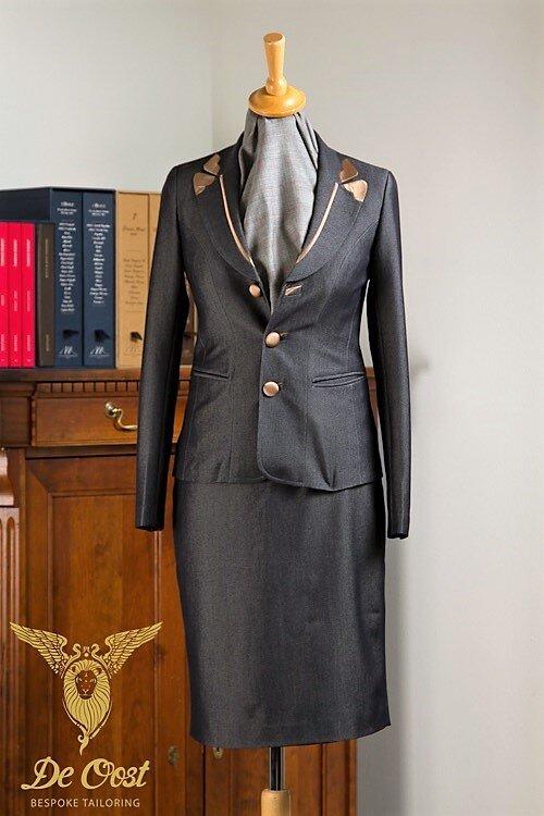 - Mantelpak blazer jasje denim voor kantoor.