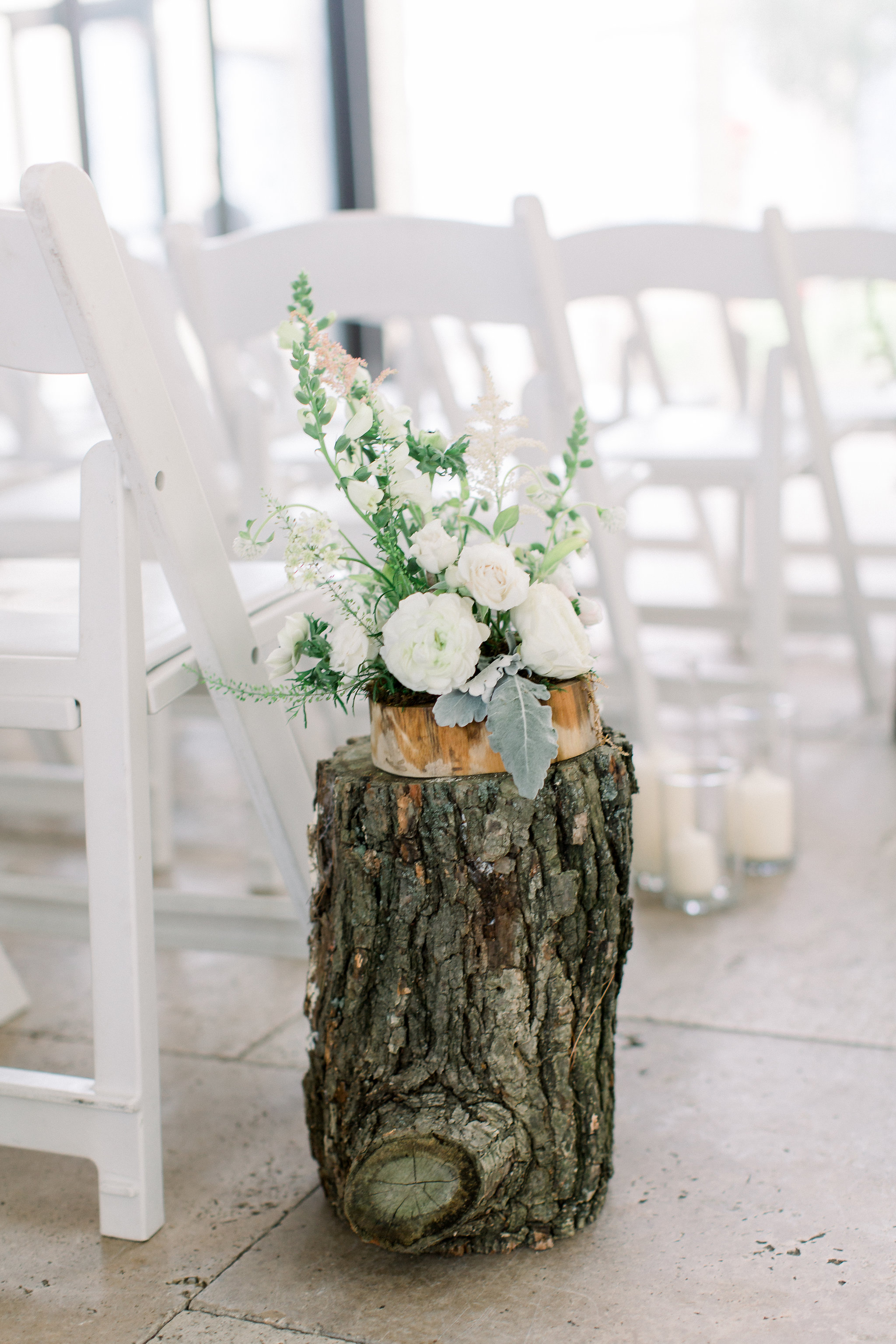colorado-florist-la-rue-floral-tree-stump-ceremony.jpg