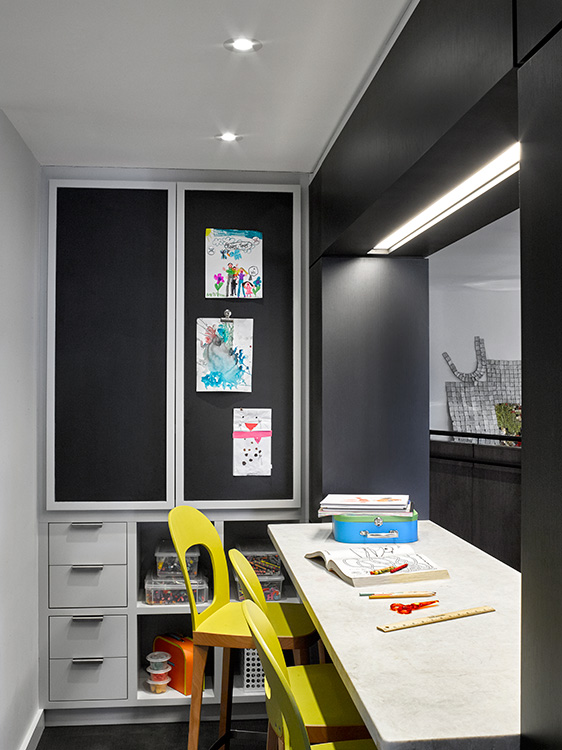 04_tribeca_park_front_loft_kids_floor_craft_area.jpg