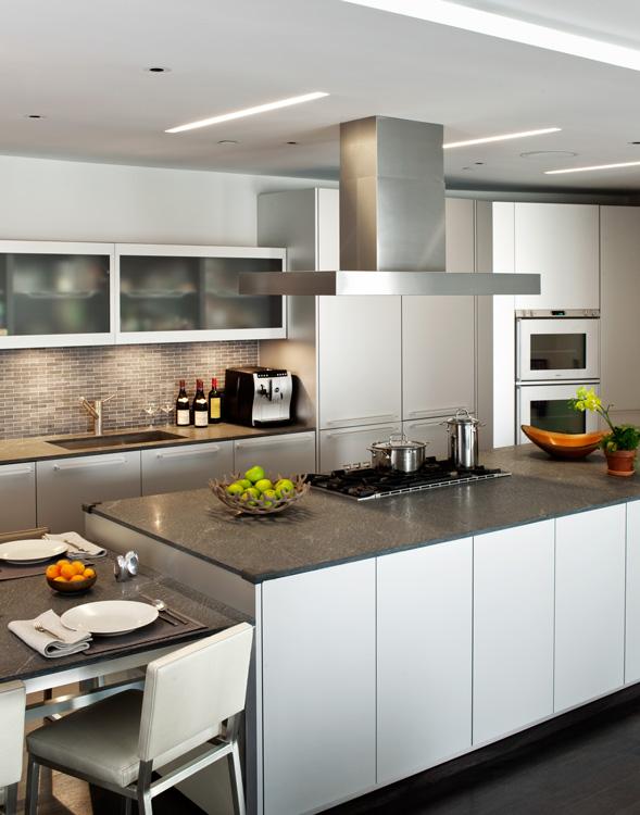 08_wunderground_duane_park_loft_kitchen.jpg