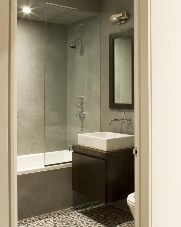 03_wunderground_chelsea_apartment_guest_bathroom.jpg