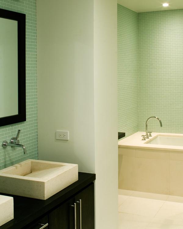 05_wunderground_chelsea_apartment_master_bathroom.jpg