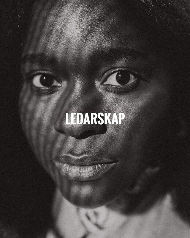 [ WE EMPOWER YOU TO BELIEVE IN YOUR ABILITY TO LEAD ]  Empwrgrp tror på svarta kvinnor. Vi vill därför utmana dig till att våga leda dig själv och andra! ________________ Leadgroup17 deltagare @haws på bild. 📸 @alicia.sjostrom 👚 @roheeys & @rebeccatesfa 💄 @hosannamakeup  ________________ #melaninleader #ledarskap #empowerment #svartkvinna #leadership #blackwomenlead