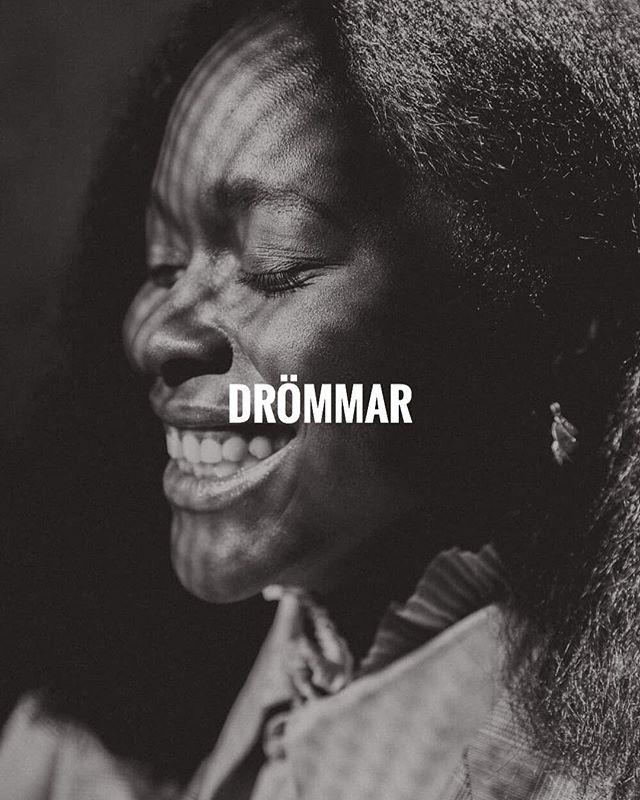[ WE EMPOWER YOU TO EXCEL IN YOUR  DREAMS ]  Empwrgrp tror på svarta kvinnor. Vi vill stötta dig att definiera och nå dina drömmar.  ________________ Leadgroup17 deltagare @haws på bild. 📸 @alicia.sjostrom 👚 @roheeys & @rebeccatesfa 💄 @hosannamakeup  ________________ #blackwomenlead #empowerment #ledarskap #melaninleader #svartkvinna #dream #bosslady
