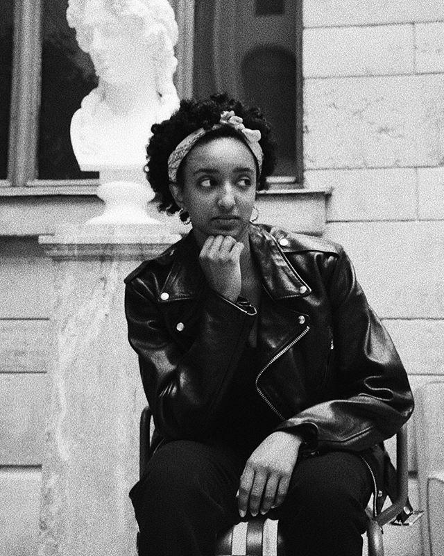 [ BETÉL ]  Vår grymma Leadgroup19 deltagare som är enormt skarp och en inspiration för andra svarta kvinnor. Hon studerar företagsekonomi och skriver just nu på sin uppsats om bransch omvandling. 👩🏾💻🏦 __________________________________ Vad Leadgroup har betytt för dig? Det har vart ett andningsrum där jag har fått dela med mig och fått tagit del av andra kvinnors livserfarenheter.  Varför Empwrgrp är viktigt? Det är ett öppet forum där man kan utvecklas på ett personligt plan genom att dela erfarenheter och tankar. Att få en starkare grund har hjälpt mig personligen att utvecklas i min karriär och i min relation till mig själv. __________________________________ Bor du i Jönköping eller i närområdet har du möjlighet att gå Leadgroup vårt ledarskapsprogram till hösten. Träffa oss 🙋🏾♀️🙋🏿♀️ på vårt Melanin Meetup event nu på torsdag som äger rum på @rumfem kl 18.30 om du är intresserad av att delta eller veta mer. Anmälan finns i vår bio📮 __________________________ 📸 @dedelebolia  Leadgroup19 deltagare @betiels 🧥@thepragencysthlm  __________________________ #leadership #melaninleader #blackwomenlead #leadersofchange  #personaldevelopment #ledarskap #empowerment #utveckling #företagare #företagsekonomi #entreprenör