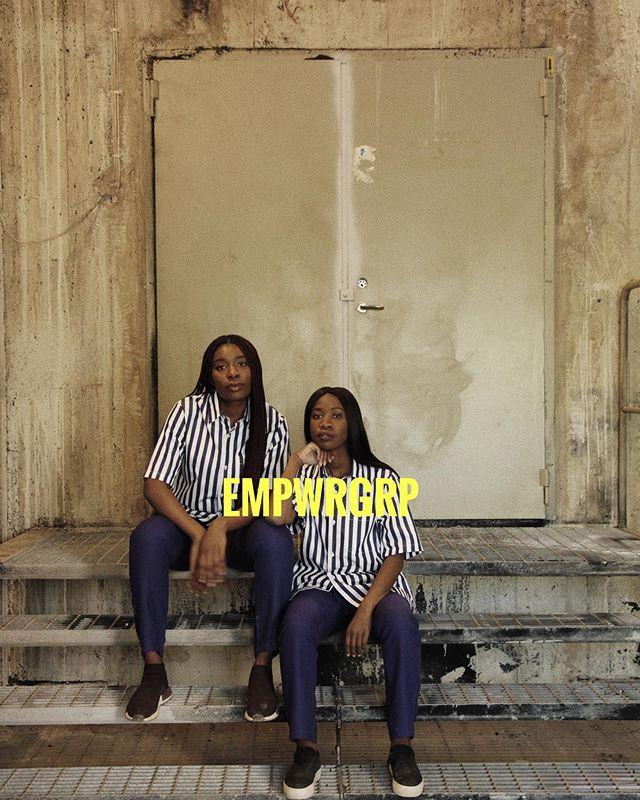 [ EMPWRGRP ]  Här sitter vi två unga svarta kvinnor, Mary och Therese. Vi tillhör inte normen av att starta företag och desto mindre när det gäller inom ledarskap. När statistiken är emot oss som visar på att afrosvenskar har svårare än den övriga befolkningen att avancera till högre befattningar med högre status och lön som motsvarar deras utbildningsnivå. Att svarta slår i glastaket och inte kommer lika långt i karriären i konkurrensen med personer ur den övriga befolkningen, även då afrosvenskar är lika mycket eller mer meriterade för den eftertraktade positionen. Då reser vi på oss och skapar en väg där det inte finns någon väg. Tillsammans, med ett stort VI, brinner vi för att fler svarta kvinnor ska uppnå sin fulla potential. Tillsammans gör vi skillnad i den värld vi lever i.  ______________________________________ Vi är här för att stanna och för att omdefiniera vem som är en ledare och hur en ledare ser ut. Att det främst handlar om hur vi leder än hur vi ser ut. Att vi genuint tror på dem vi leder och vill att dem vi leder ska växa och utvecklas. Vi är därför måna om andra lika mycket som vi är måna om oss själva. För när vårt inre mår bra så kommer vi också kunna leda på ett bra och hälsosamt sätt. _______________________________________ 📸 @dedelebolia 👔 @diemonde tack!💙 _______________________________________ #blackwomenlead #leadersofchange #melaninleader #empwrgrp #leadership #ledarskap #socent