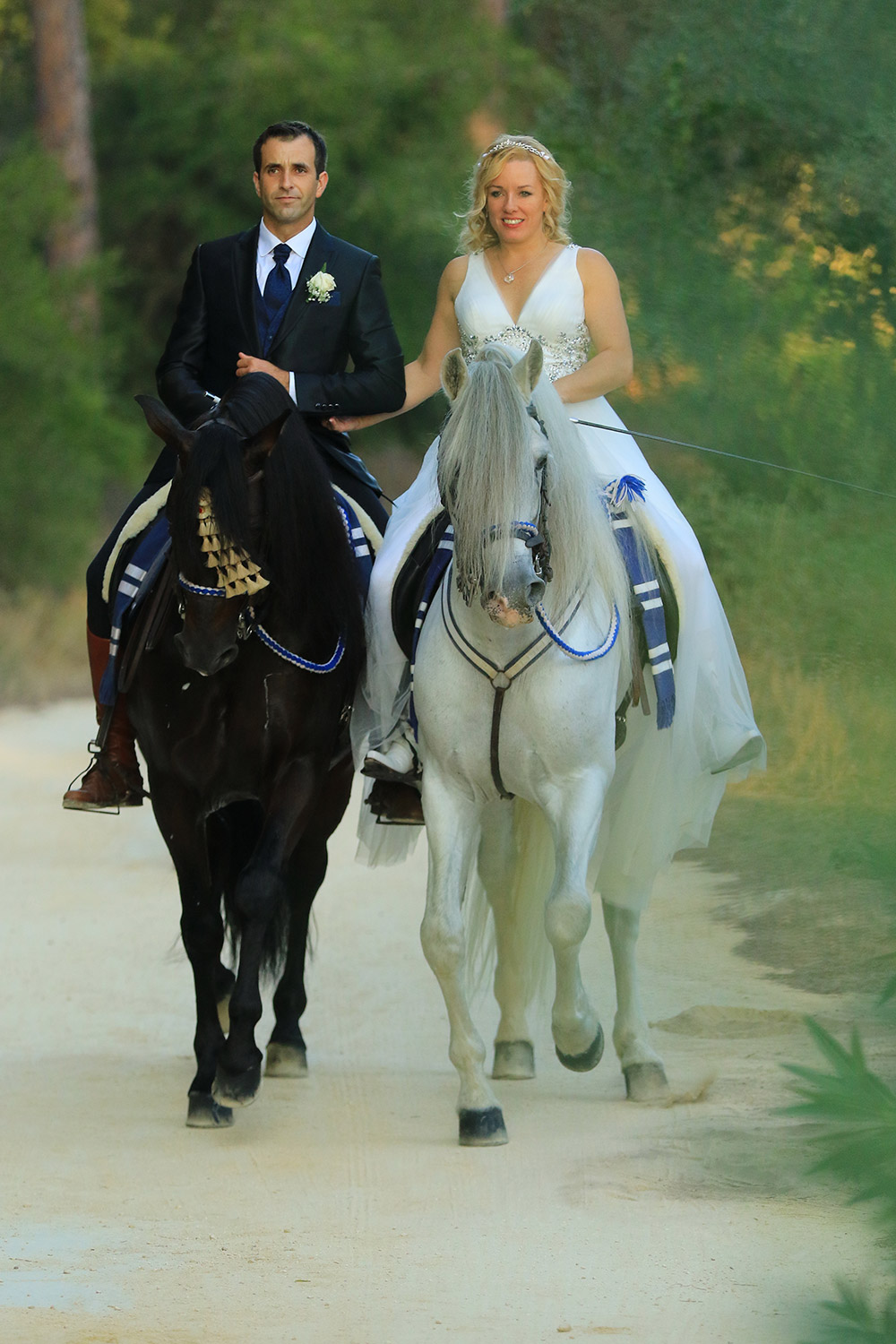 odette-and-pedro-married-photo-on-horses-1500pxl.jpg
