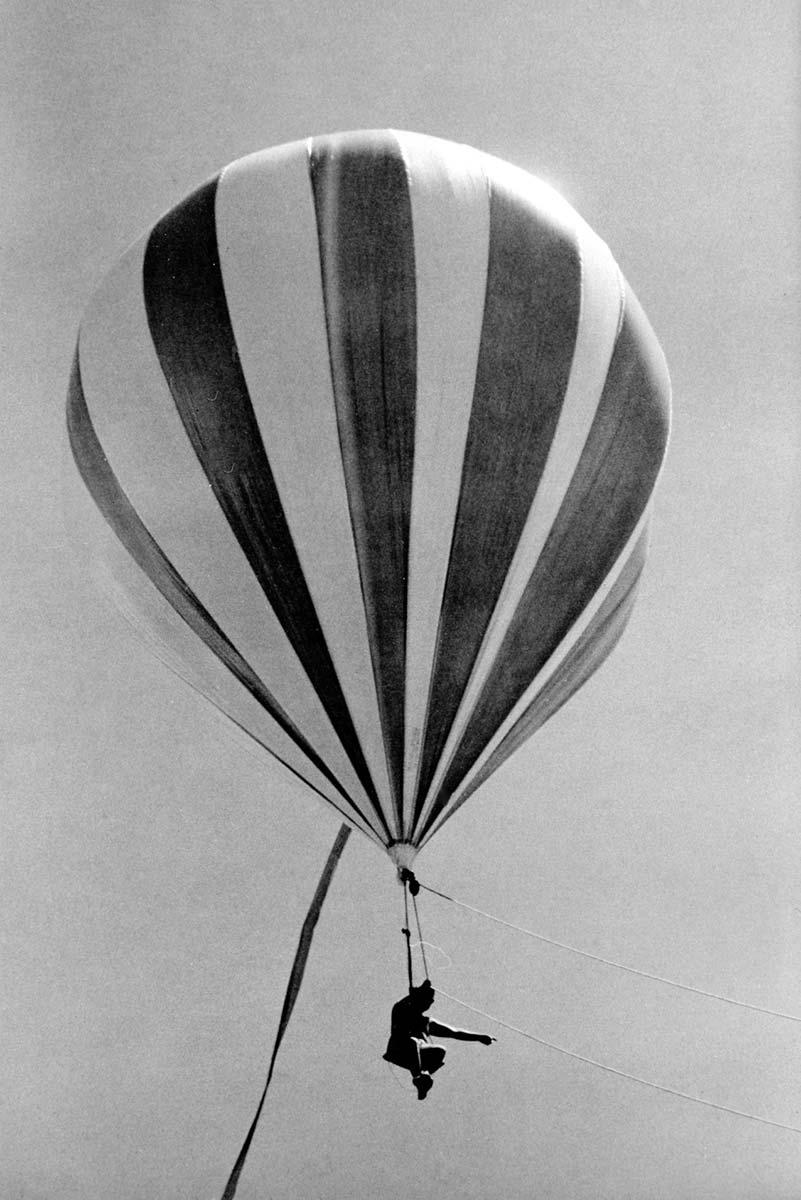 Teddy-Tucker-in-balloon-looking-for-shipwrecks.jpg