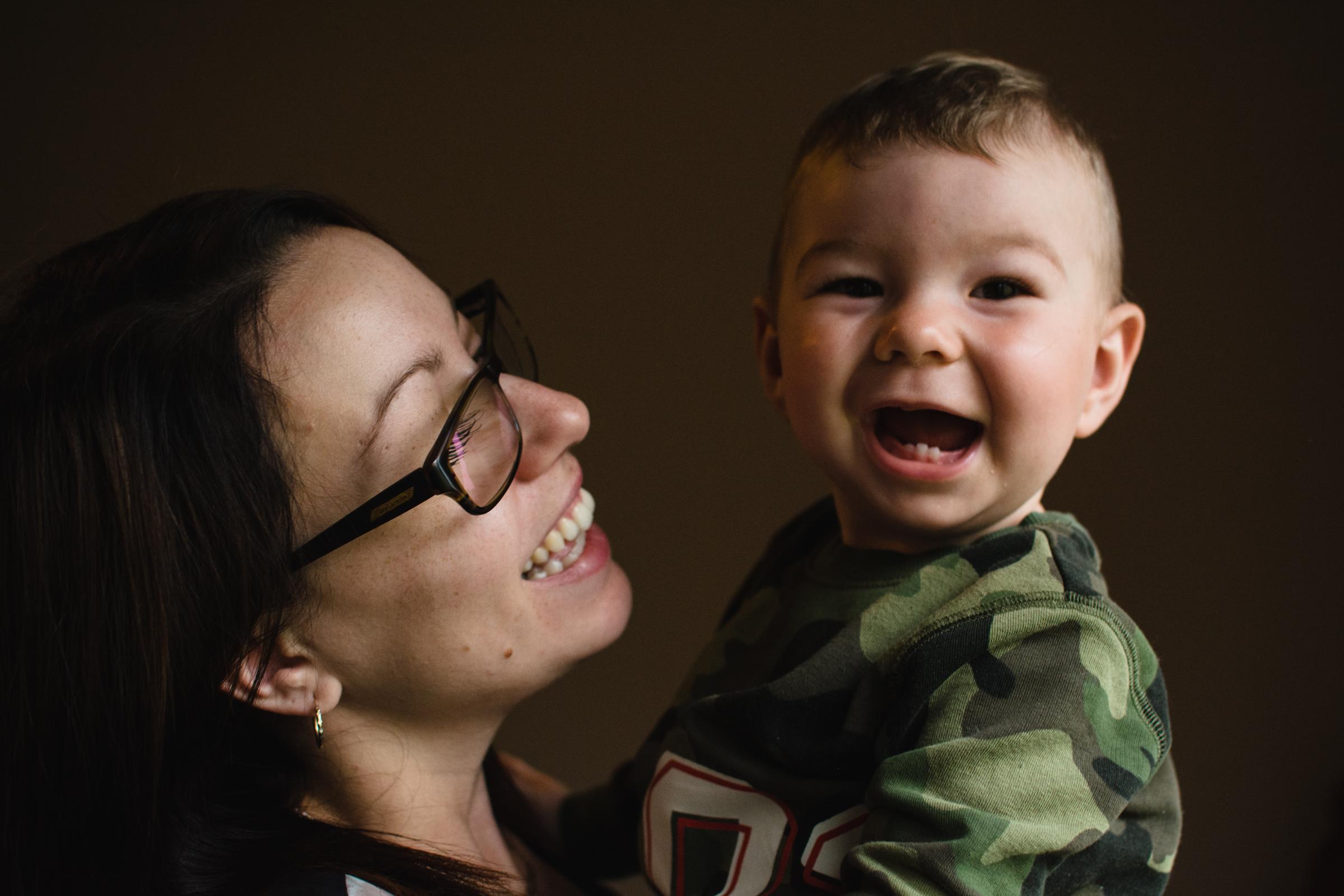 photo-d-une-mere-et-son-fils-photographe-de-famille-a-domicile-montreal-victoriaville-enfant-lifestyle-38.jpg