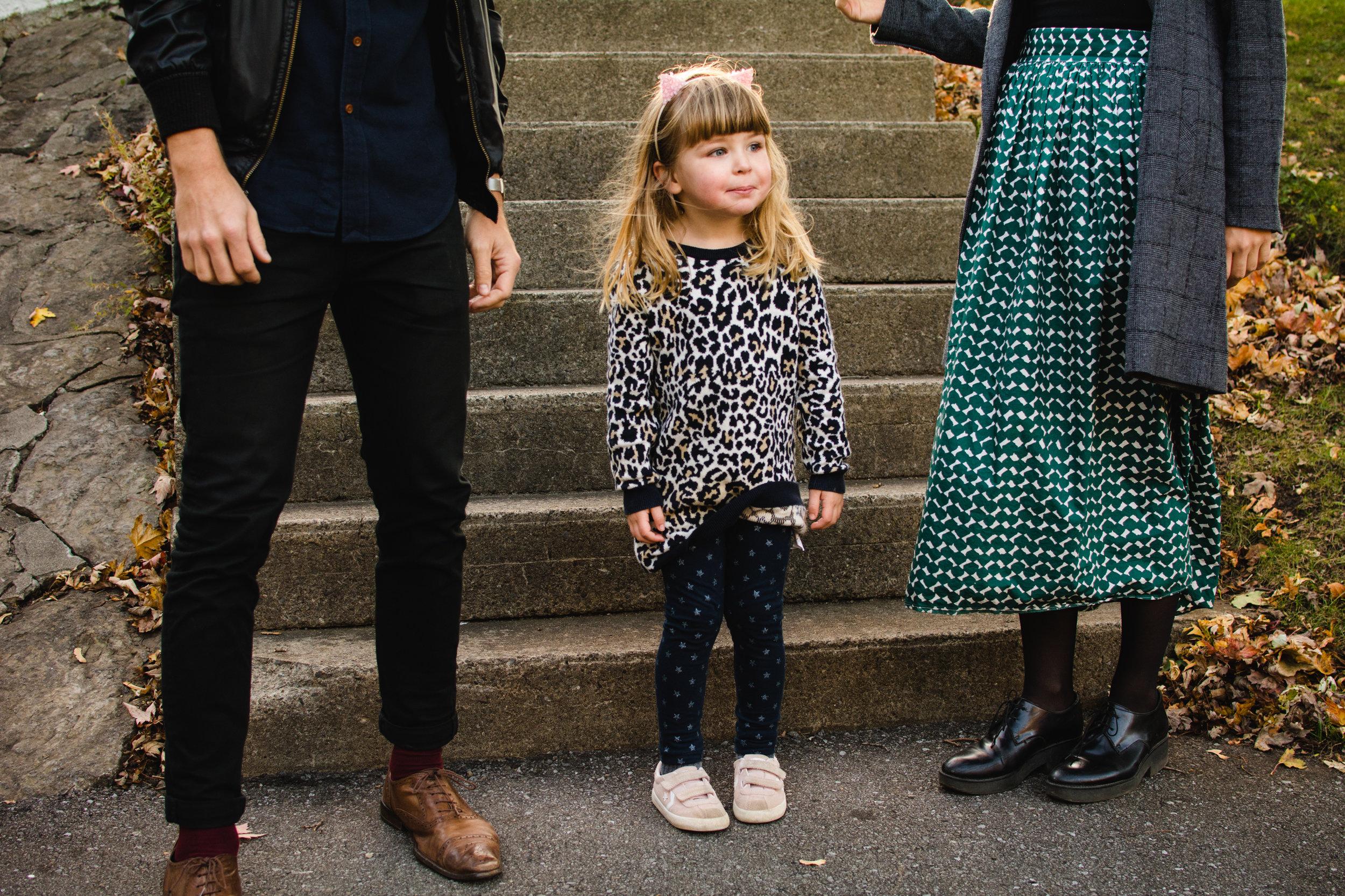 photo-d-une-famille-montrealaise-heureuse-en-atuomne-a-outremont-photographe-enfant-montreal-5.jpg