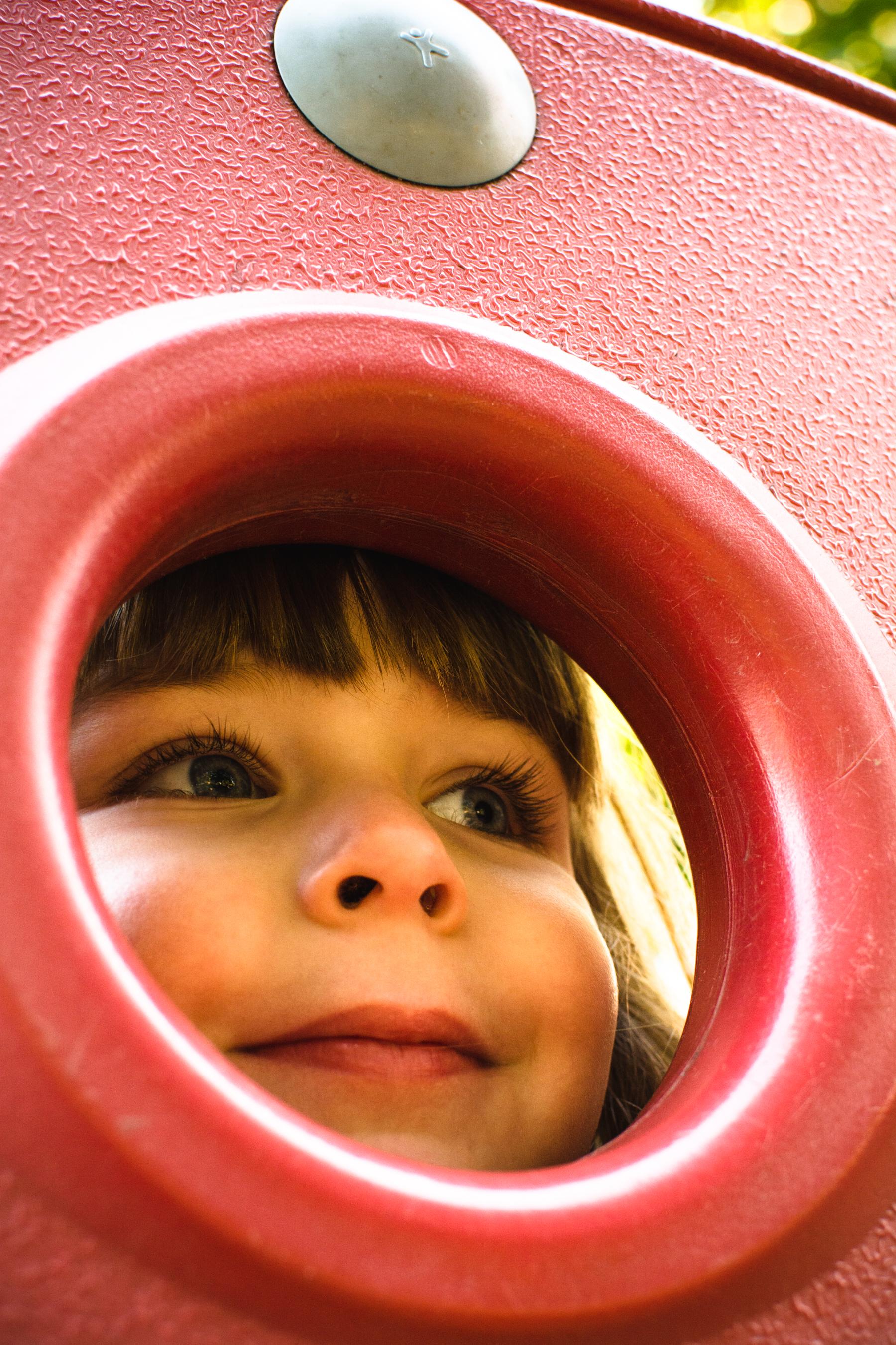 photo-d-une-famille-montrealaise-heureuse-en-atuomne-a-outremont-photographe-enfant-montreal-14.jpg