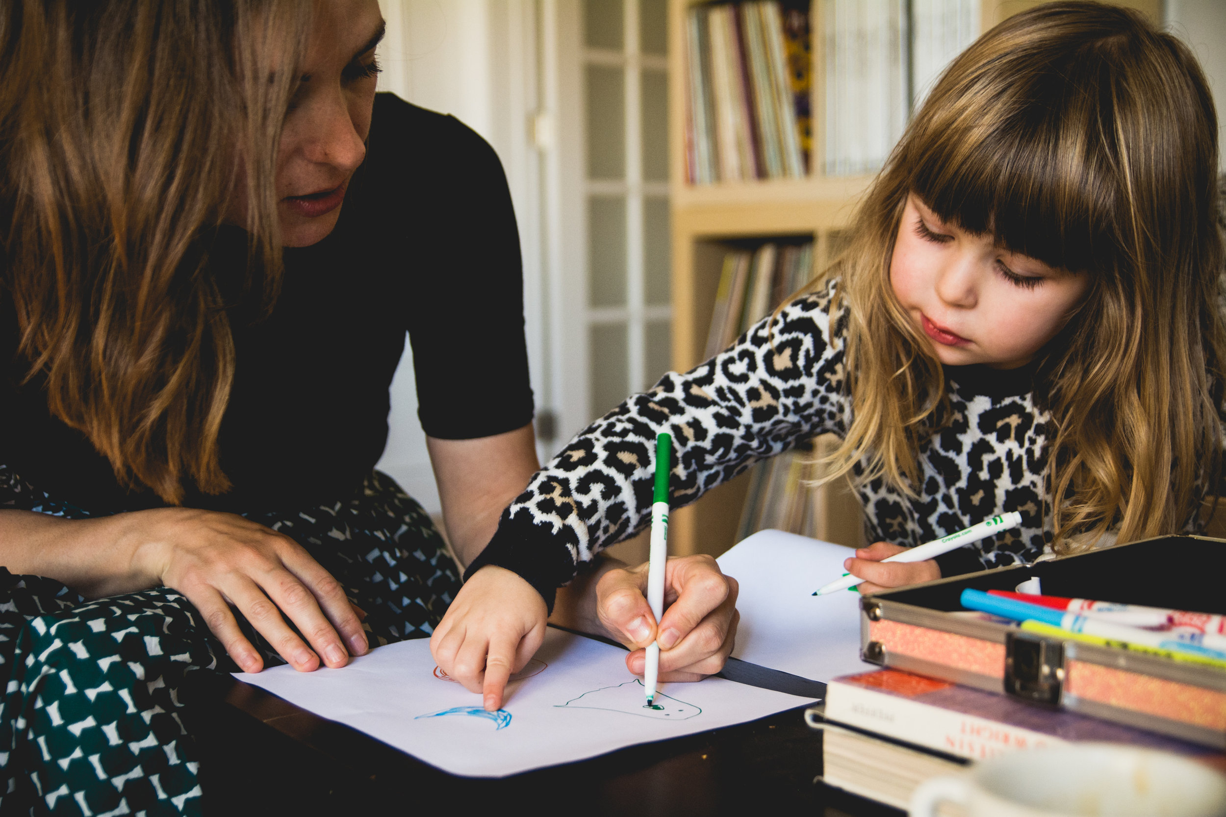 photo-d-une-famille-montrealaise-heureuse-en-atuomne-a-outremont-photographe-enfant-montreal-2-3.jpg