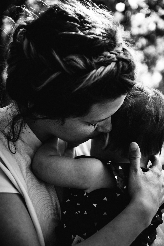 En or - Marianne est une photographe et une personne en or.Son regard doux et attentionné transforme les moments de la vie en images précieuses.- Sabrina