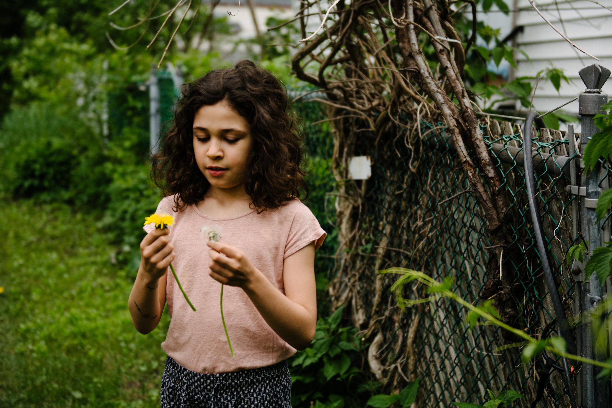 photo-de-famille-mini-seance-dans-une-ruelle-de-lasalle-photographe-lifestyle-montreal-84.jpg