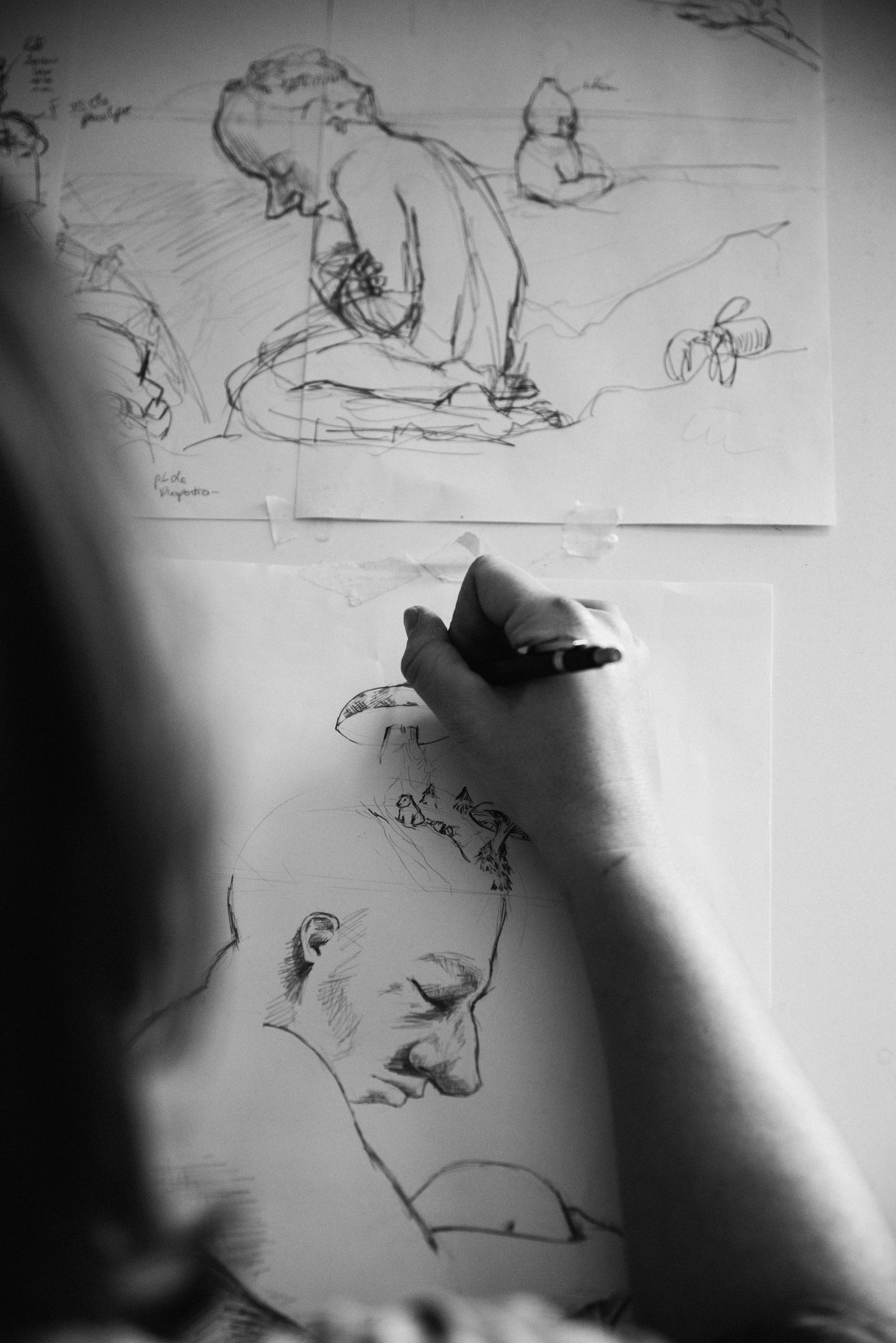 photo-d-un-croquis-de-Pauline-Stive_illustration-illustratrice-portrait-professionnel-documentaire-photographe-lifestyle-a-montreal_Marianne-Charland-268-2.jpg