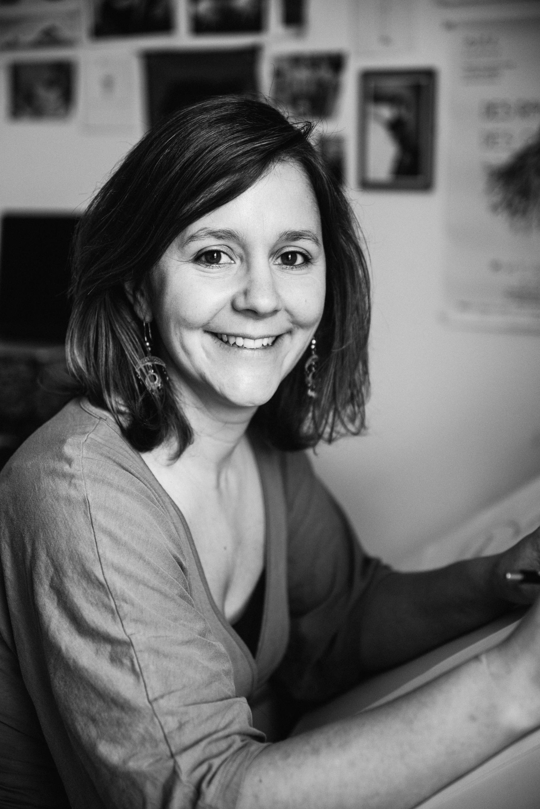 photo-d-une-illustratrice-a-l-oeuvre-Pauline-Stive_portrait-professionnel-documentaire-photographe-lifestyle_Marianne-Charland-252-2.jpg
