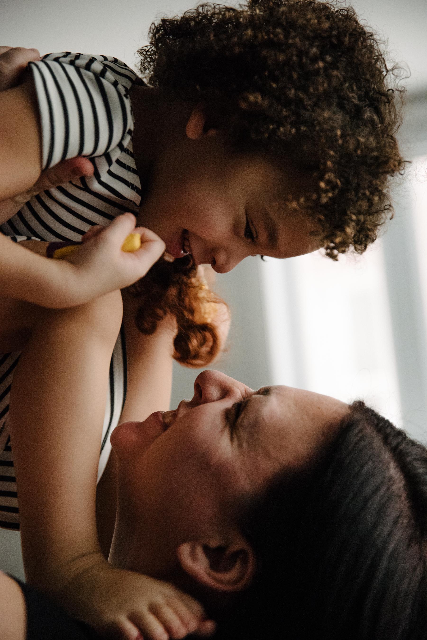 photo-de-moments-tendres-entre-une-mere-et-sa-fille-photographe-de-famille-a-montreal-marianne-charland-414.jpg