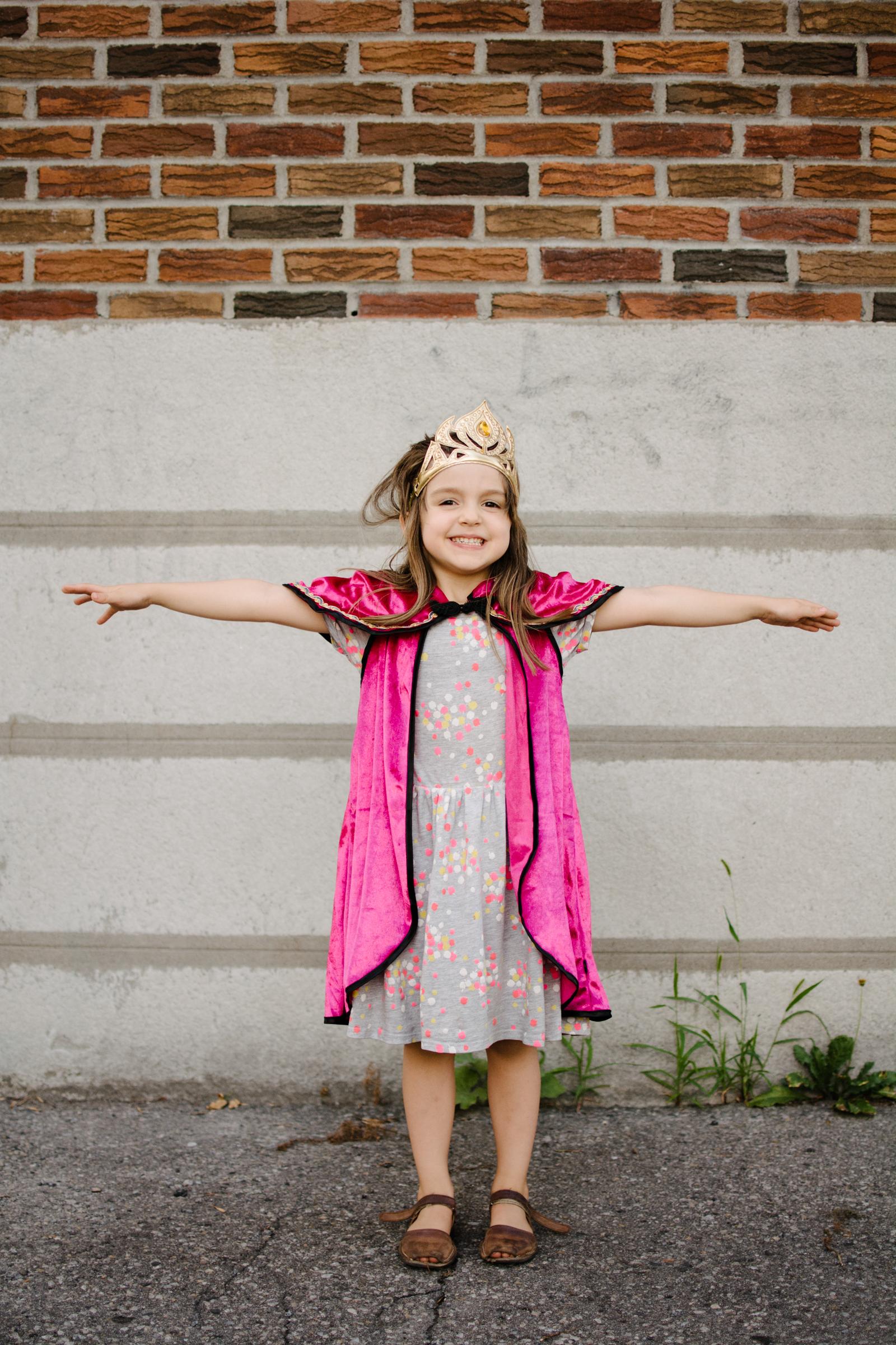 photo-d-une-fillette-deguisee-en-princesse-superhero-photographe-lifestyle-de-famille--a-montreal-marianne-charland-017.jpg