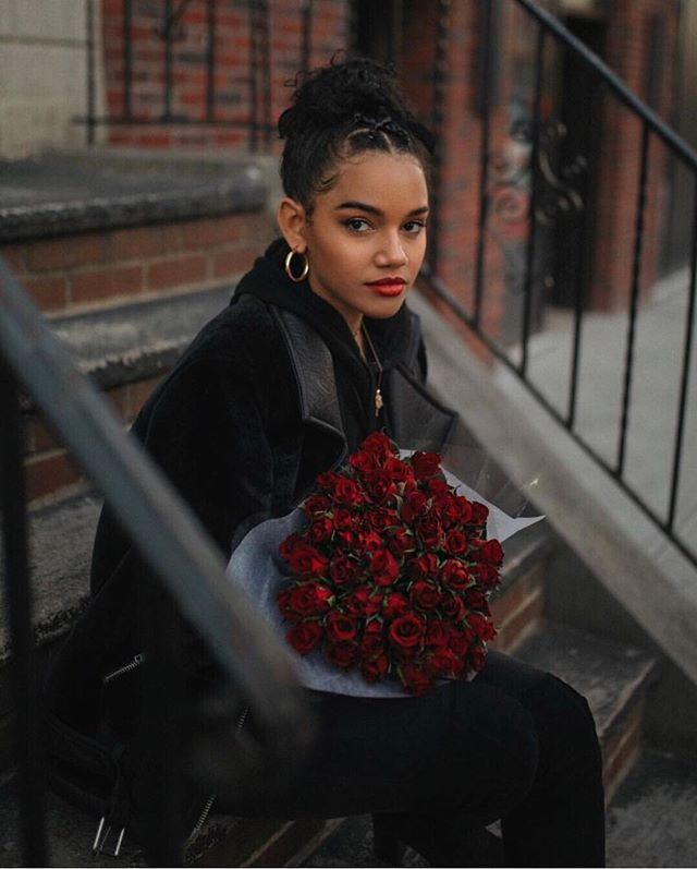 Happy Valentine's Day! ❤️🖤 Love yourself and love others. {Photo by @blackprints} . . . . . #vday #galentines #redroses #uoonyou #wellhappykind #moodygrams #abmlifeisbeautiful #flasehsofdelight #valentine #roses #portrait #selflove #fitness #portrait_shot #losangeles #lifestyle #lifestyleblogger #tumblrgirl