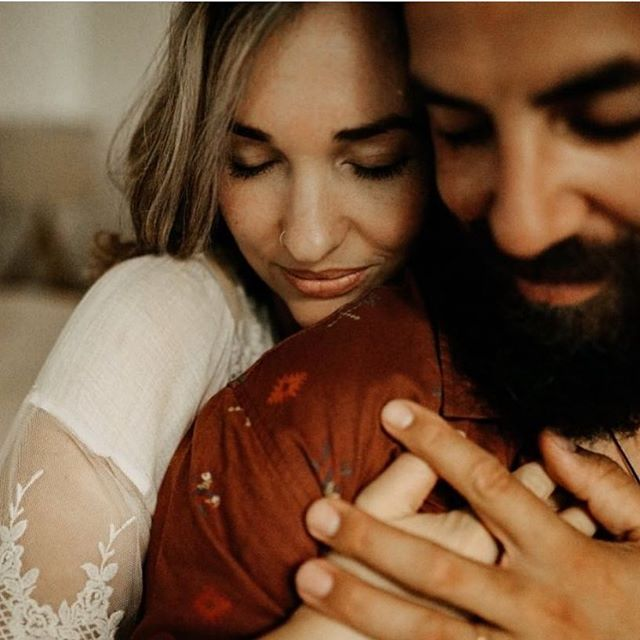 Our beautiful model @jenlouise_creates and her husband. These two killed it in front of 20+ photographers at our workshop in Byron Bay! We may or may not have fueled them with wine and lots of laughs. Needless to say, we think it worked and are stoked to deliver them hundreds of photos depicting their love! This incredible image was taken by our friend @karensadekphotography #unraveled_in_byronbay #istillhateunderscores
