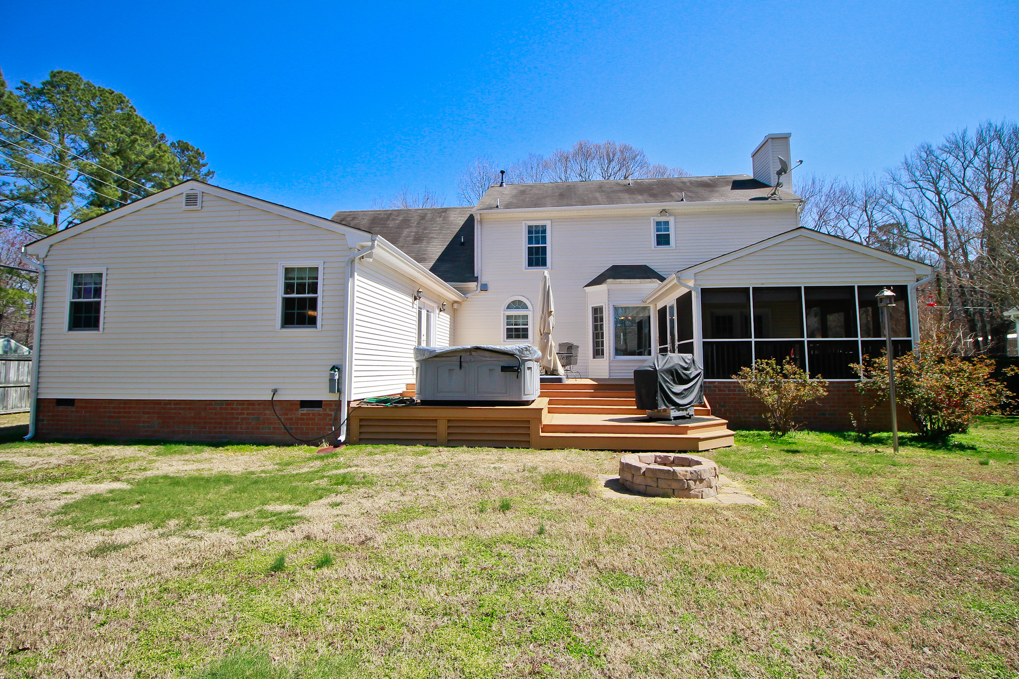101 TABB LANE - YORK COUNTY HOME WITH 2 MASTER SUITES