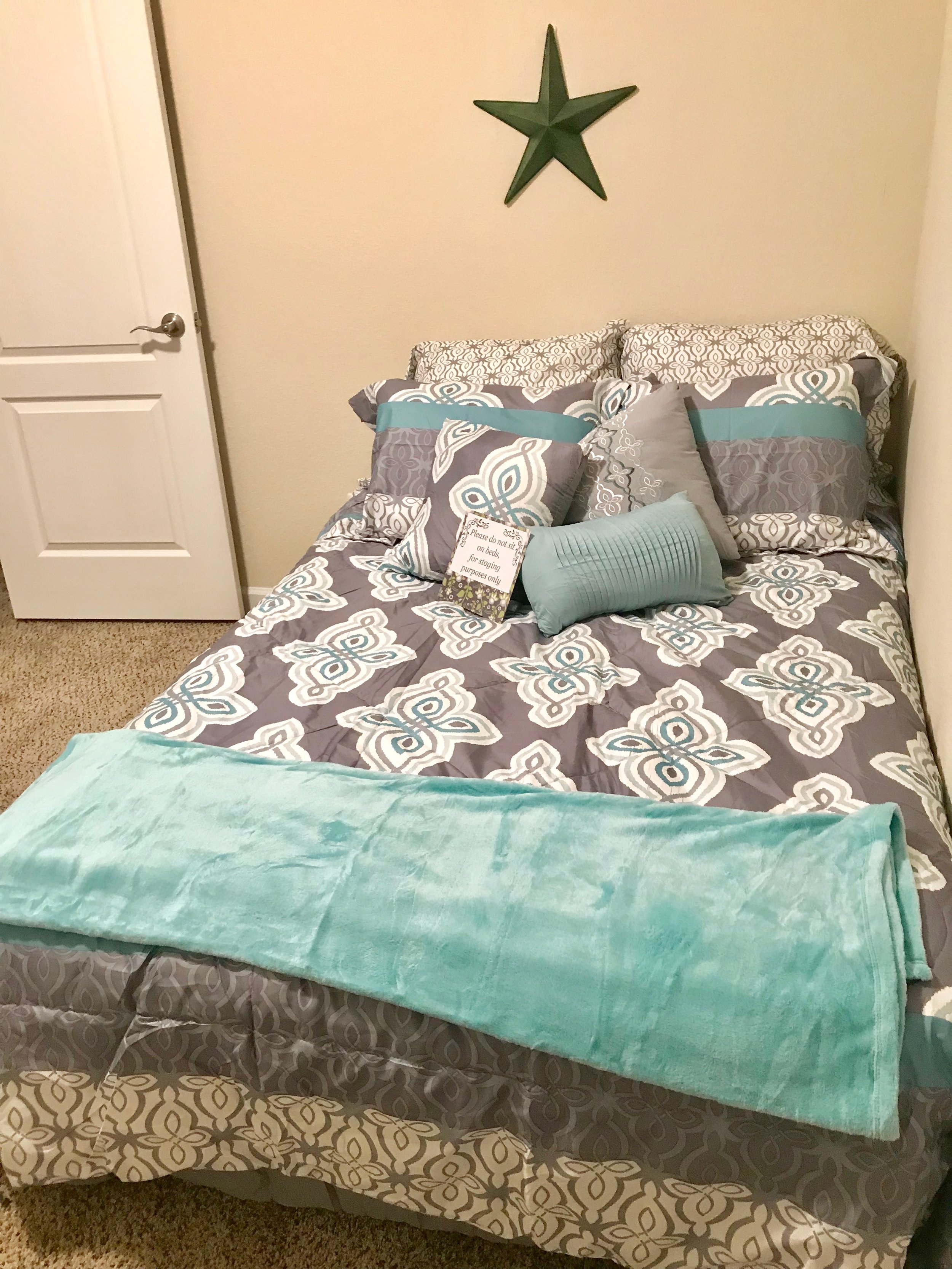 bedroom2:4.jpg