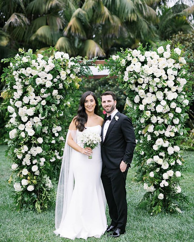 The beautiful couple 👰🤵 Congrats you two! 🥂 @_nadsy  Photography @aliciaminkphoto  Event design and planning @magnoliaed  Venue @fssantabarbara  Beauty @teamhairandmakeup