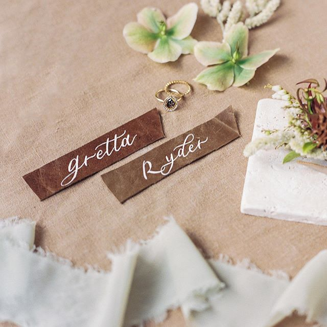 Ahhh leather 😍 I love your texture, your warm earthy color, and most importantly how pretty lettering looks on you! Leather is a great unexpected material to incorporate into you wedding. Even in a small but impactful detail like place cards ❤️ I hope everyone is having a great June! Mine is busy and packed but I'm so thankful and excited for all the weddings I get to work on this season 😊 Happy Thursday! . Planning & Design : @barielexaevents Venue & Wine : @cerfclub Photography : @oliviarichardsphoto Florals : @ashandoakfloral Stationery : @thebrightlinestudio Hair & Makeup: @bayareabeautiful Bridal Attire & Accessories: @loho_bride Rentals : @theonicollection Ring : @gembreakfast Cake : @prettypleasesf Napkins : @latavolalinen Model : @byalysamonet Videography : @amyhungfilms Dress Designer : @rime_arodaky Jumpsuit Designer : @lein_studio . . . #placecards #weddingdesign #sfwedding #bayareawedding #escortcards #leatherplacecards #stationerydesigner #modernwedding #neutralwedding #dailydoseofpaper #calligraphycommunity #fineartwedding #weddingmenu #moderncalligraphy #weddingstationery #weddinginspiration #calligraphy #calligraphydaily #fineartcalligraphy #stationeryaddict #customcalligraphy #handmadepaper #creativepreneur #weddingdetails #weddinginvitations #texture #weddingcalligrapher #stationerylove #leatherwedding #leather