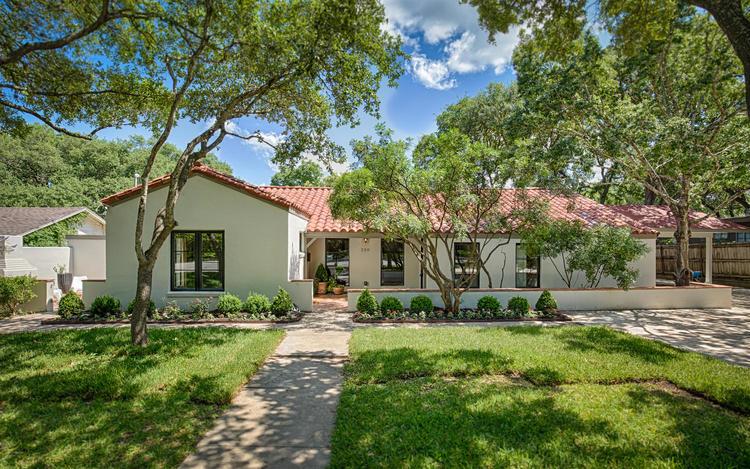 220+W+Fair+Oaks+Alamo+Heights-large-002-2-Front-1500x938-72dpi-2.jpg