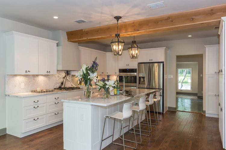 220+W+Fair+Oaks+Alamo+Heights-large-020-20-Kitchen-1500x1000-72dpi.jpg