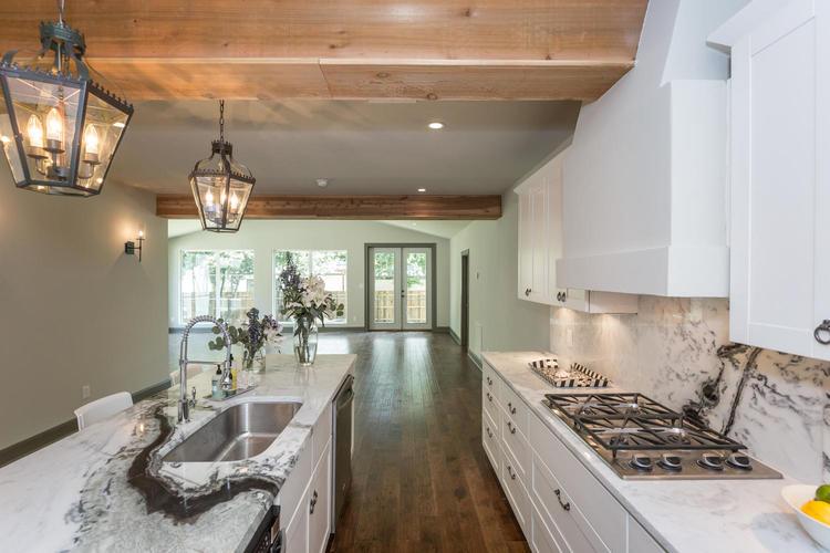 220+W+Fair+Oaks+Alamo+Heights-large-026-26-Kitchen-1500x1000-72dpi.jpg